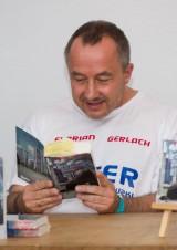 "Autorenlesung ""Der Loser"" FeenCon Osnabrück 2014 - Autor Florian Gerlach | Lesungstermine bitte über das Kontaktformular anfragen • https://florian-gerlach-autor.de"